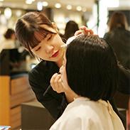 カリキュラム 販売実践(博多阪急) 大村美容ファッション専門学校